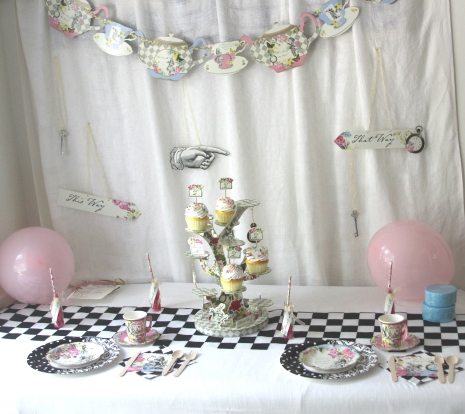 Alice-in-Wonderland-mad-tea-party-tablescape.jpg